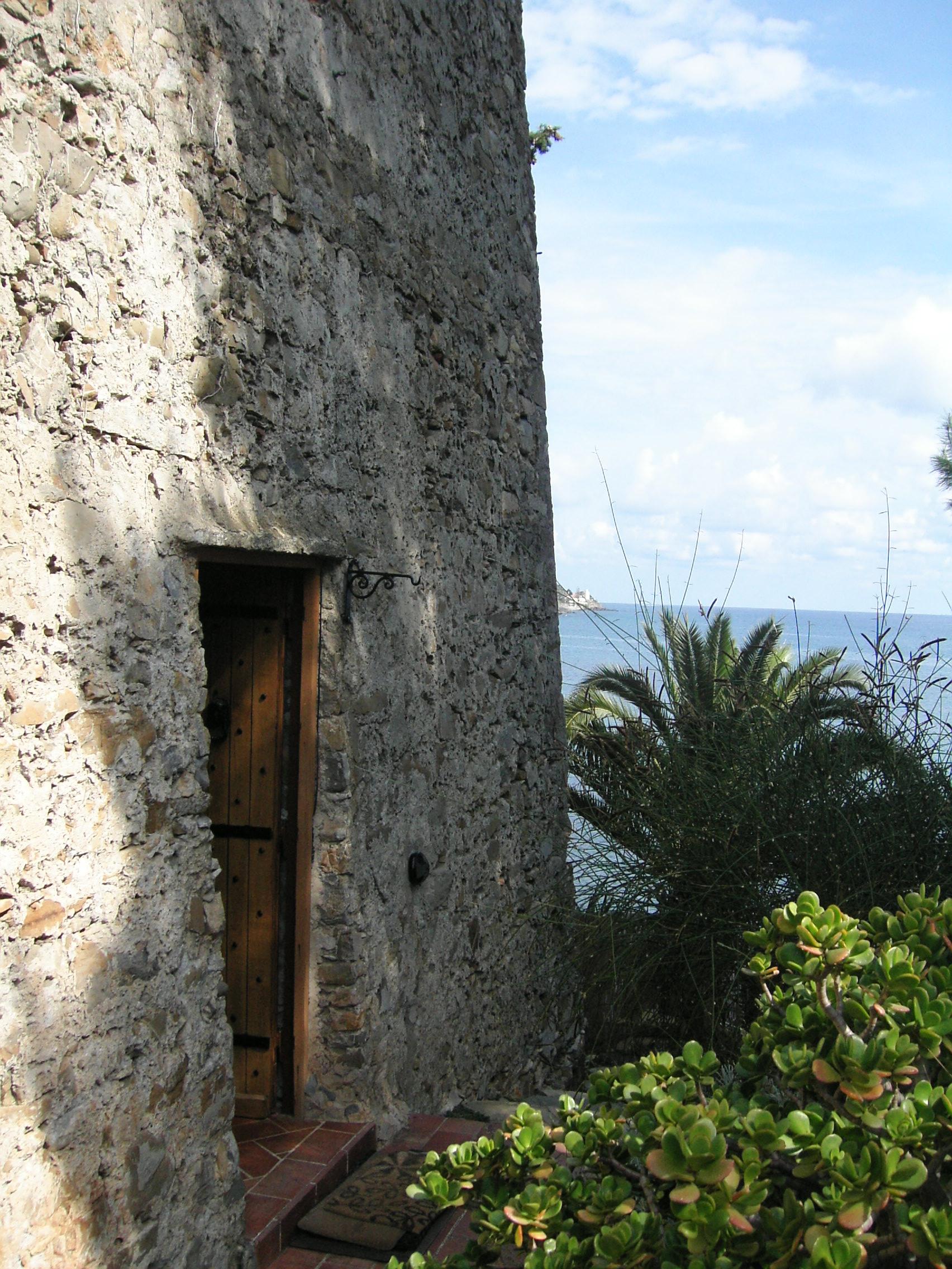 L immobile del mese una torre saracena nella riviera ligure puntocasa - Fideiussione bancaria o assicurativa acquisto casa ...
