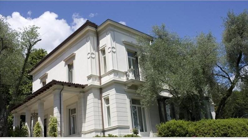 In vendita villa giuseppina sul lago di como puntocasa for Planimetrie della piccola casa sul lago